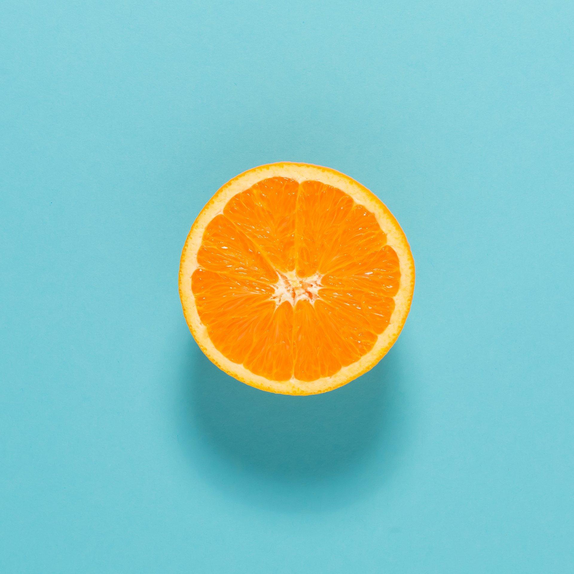 Nowe badania naukowe udowadniają, że 100% sok pomarańczowy ma zaskakujące właściwości zdrowotne