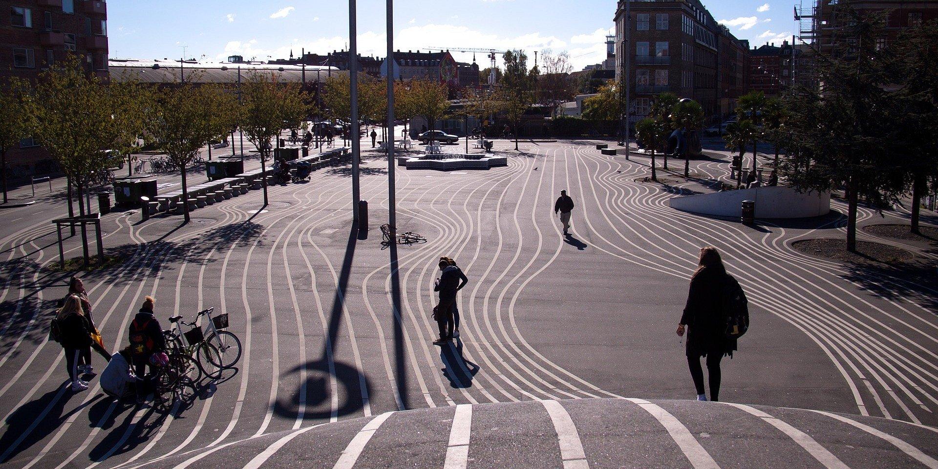Nie rozlewajmy miast! Jak tworzyć przestrzeń miejską przyjazną człowiekowi i efektywną kosztowo