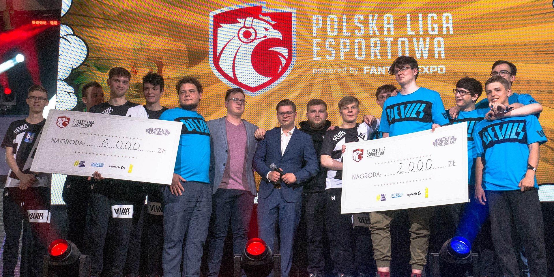 Sensacyjny finał zmagań pierwszego etapu Dywizji LoL Polskiej Ligi Esportowej! Turniej zakończyło bratobójcze starcie DV1 Scouting Grounds i devils.one