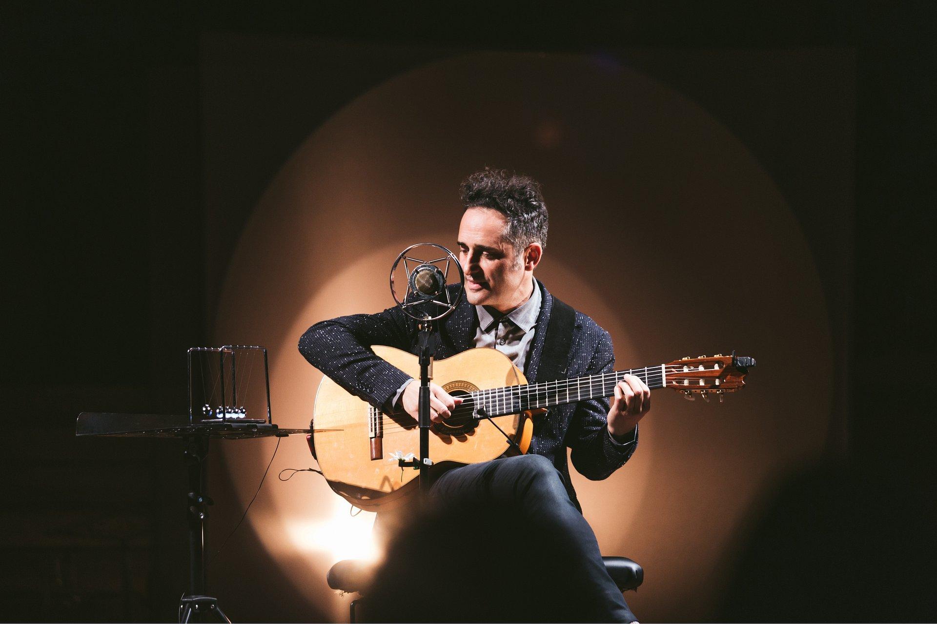 Jorge Drexler regresa a la CDMX con su voz, guitarra y Silente