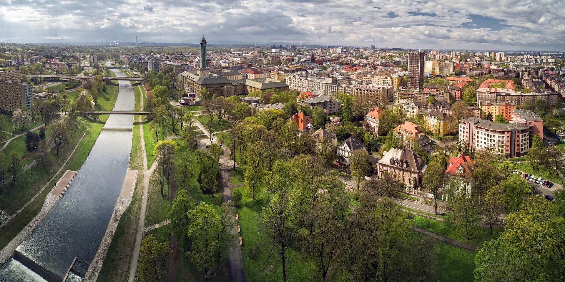 Insurance firm, AXA, has acquired additional offices in Ostrava