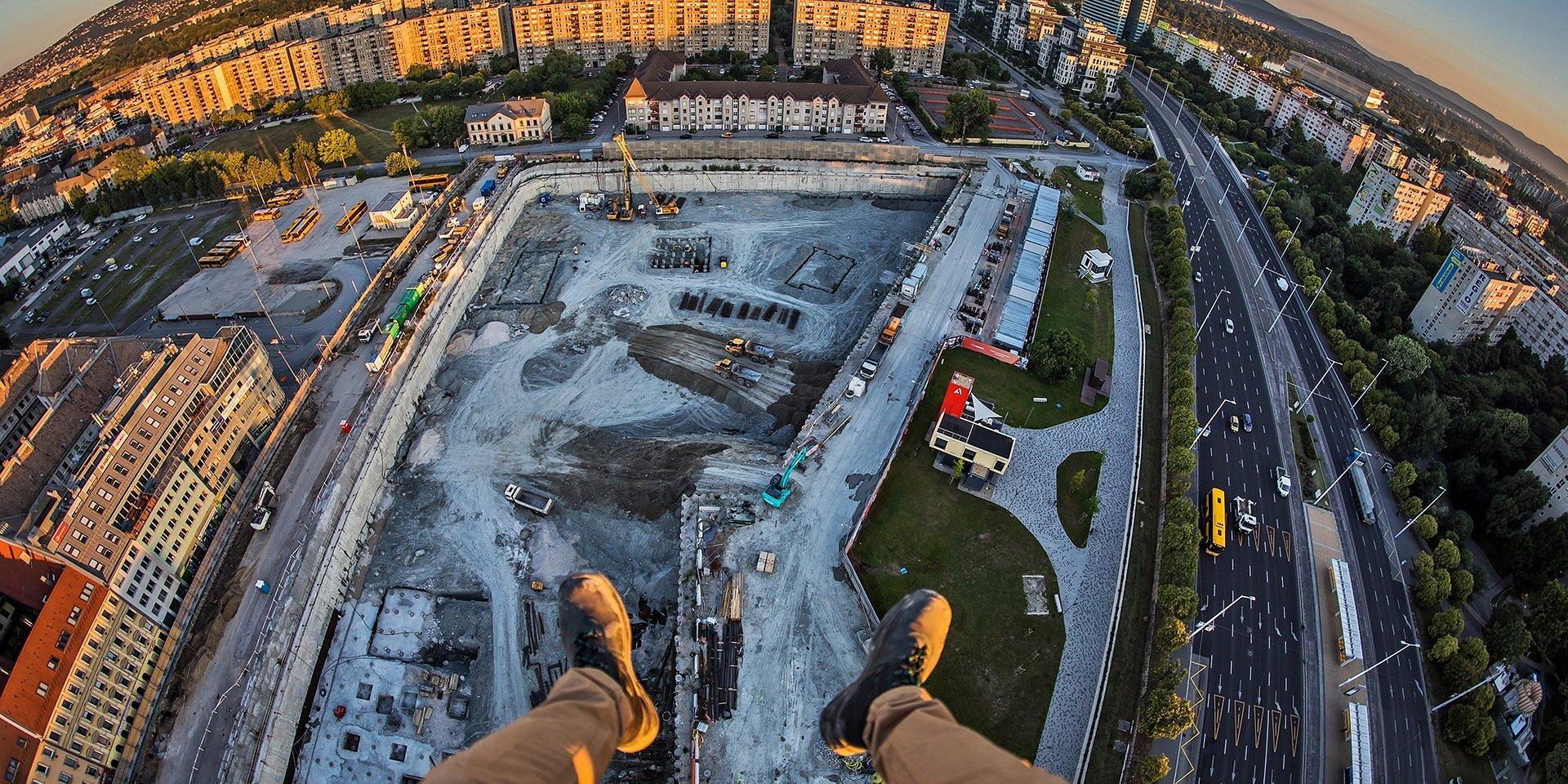 A város legmagasabb darujáról fotózott Rizsavi Tamás az Agora Budapesten