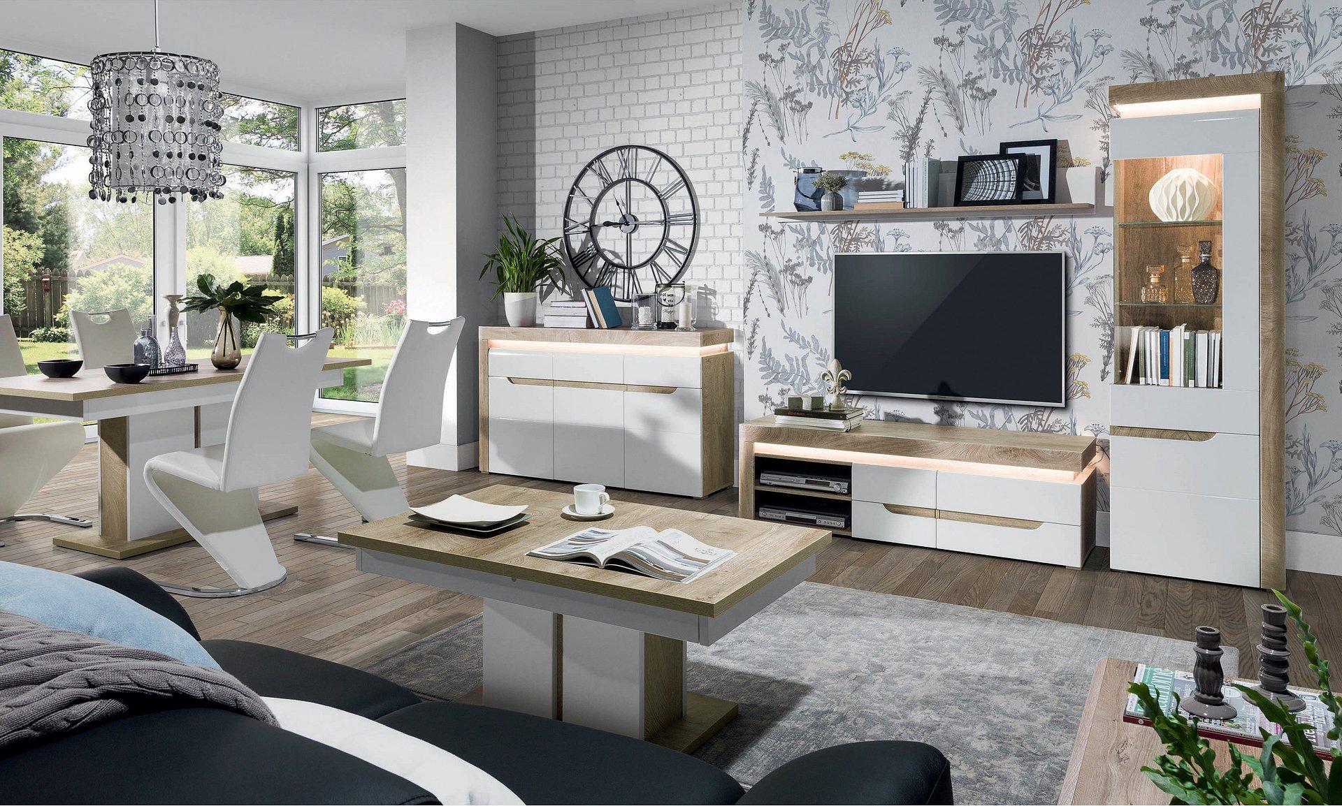 Białe meble w salonie: z połyskiem czy matowe? Radzi ekspert salonów Agata