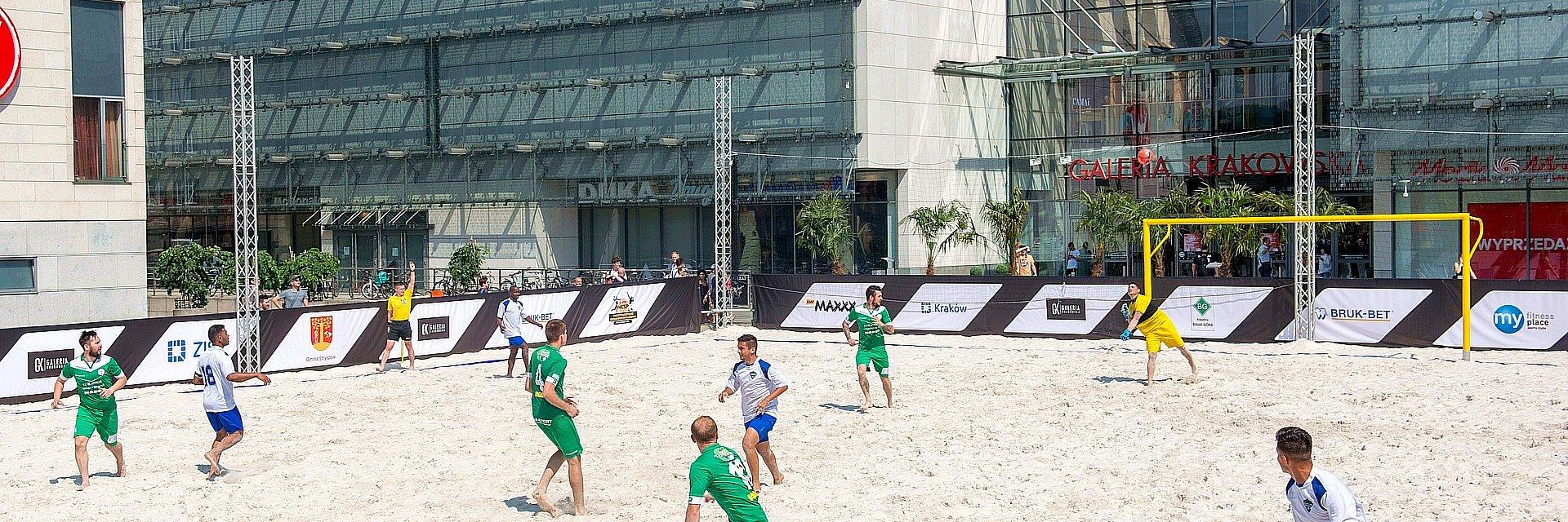 Nocny mecz Mistrzów Świata w ramach Międzynarodowego Festiwalu Sportów Plażowych Galeria Krakowska