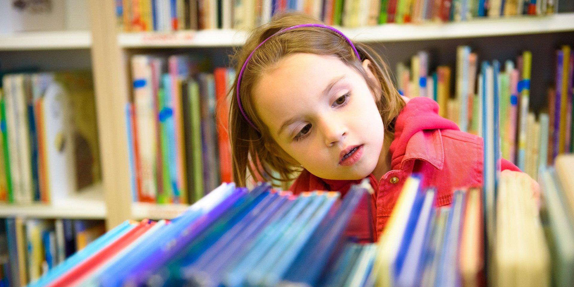 """Empik po raz kolejny rozda bibliotekom szkolnym 10 tysięcy książek! Startuje 3. edycja akcji """"Tysiąc powodów by czytać""""."""