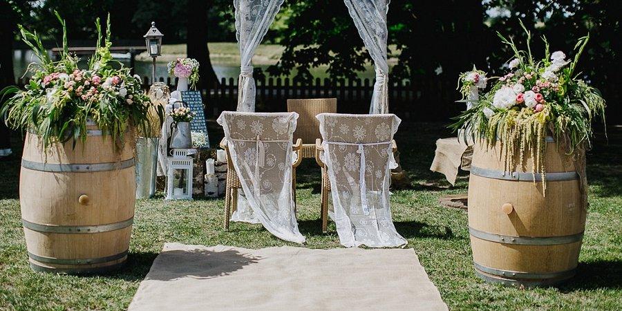 Ślub pod chmurką, czyli wszystko, co musisz wiedzieć o ceremoniach w plenerze
