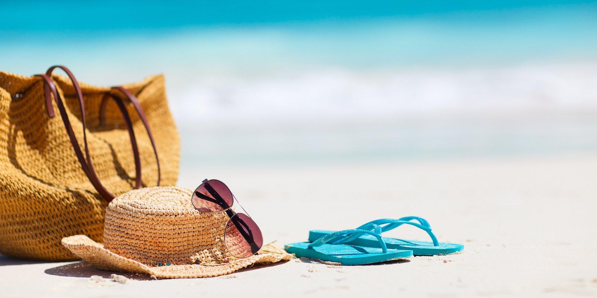 Kierunek: plaża! Jak odpowiednio spakować plażową torbę?