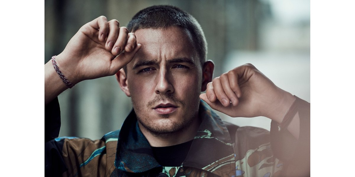 "Dermot Kennedy z oficjalnym klipem do ""Outnumbered"""