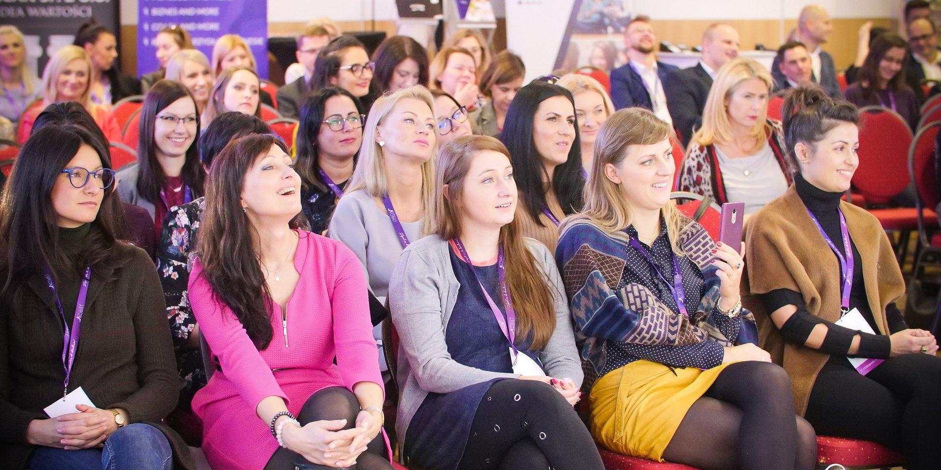 """Kobieca solidarność w biznesie. Dlaczego warto """"trzymać"""" z kobietami? Istnieją co najmniej 3 powody!"""