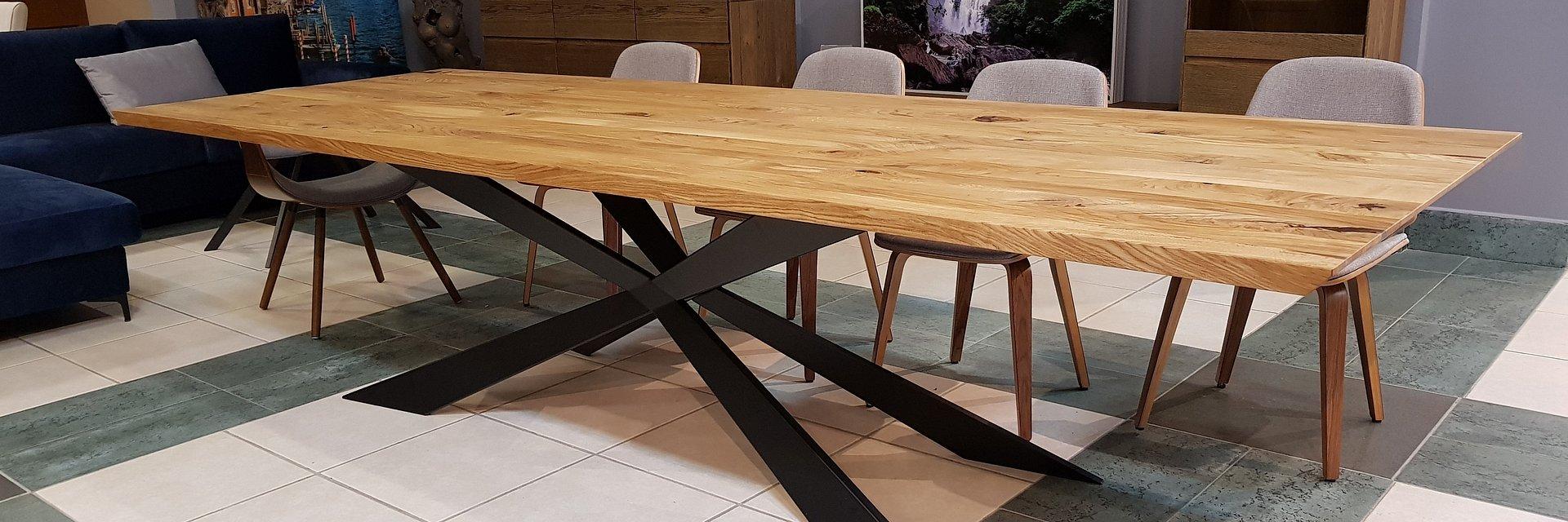 Jak wybrać stół z drewna?