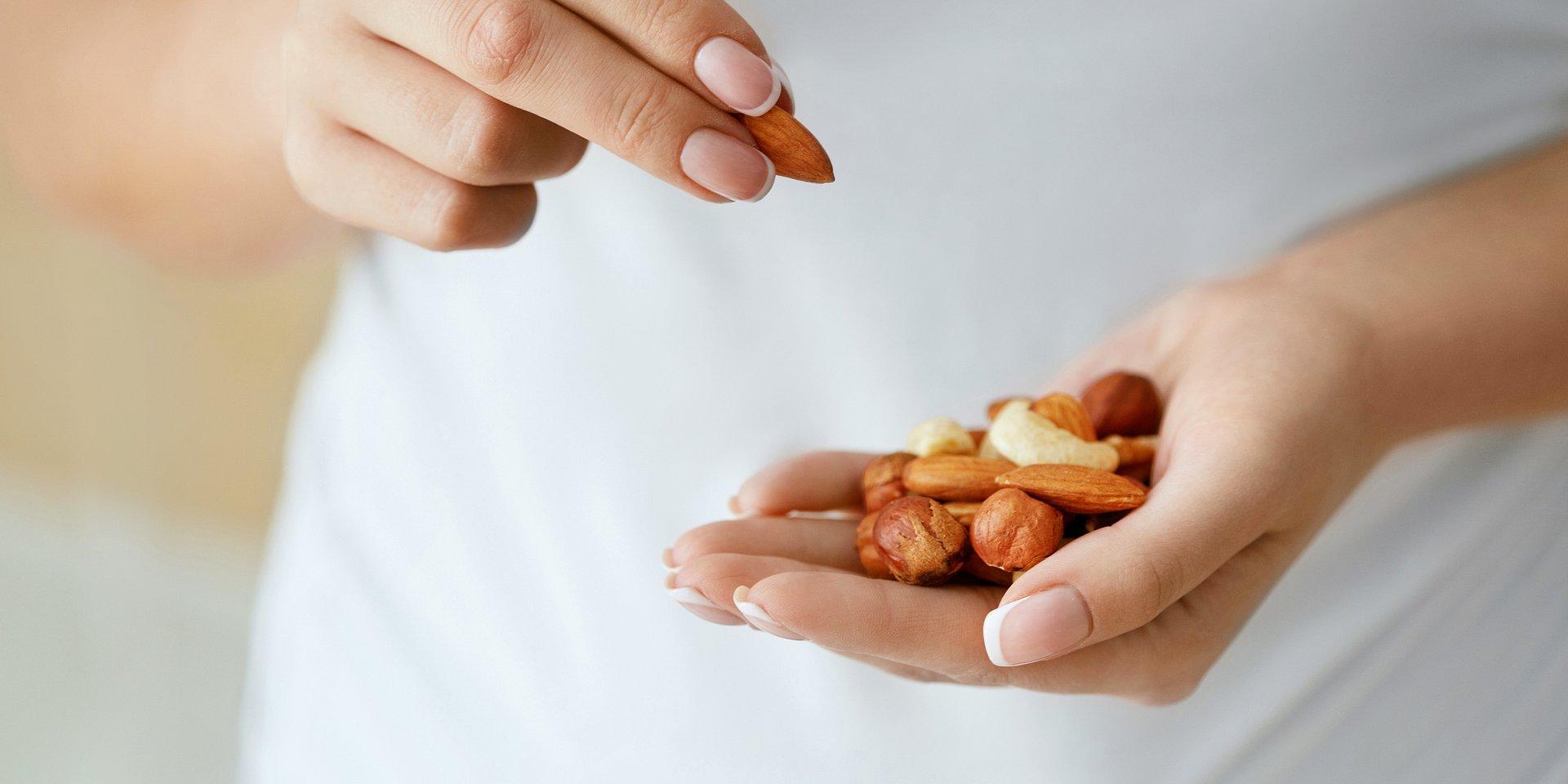 Kieszonkowy rozmiar przekąski buduje kulturę pożywnego podjadania