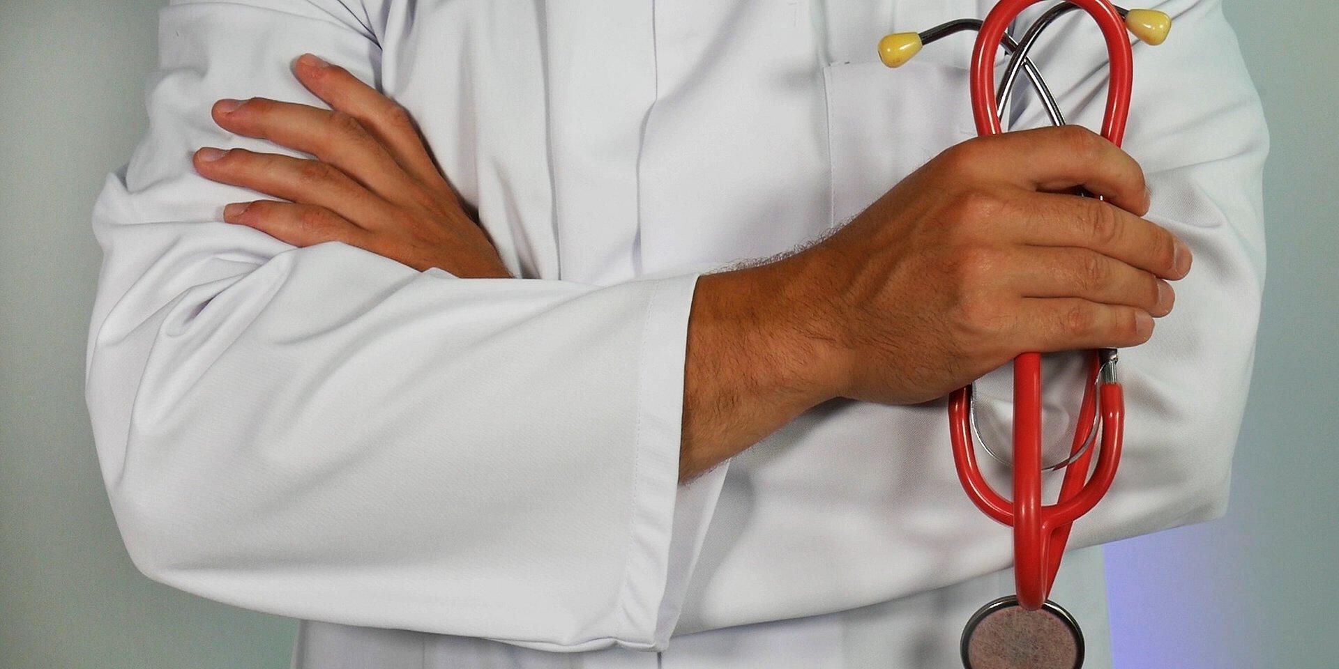 Recensioni online e salute: per 1 italiano su 2 dedizione e cura verso il paziente sono fondamentali nella scelta del medico