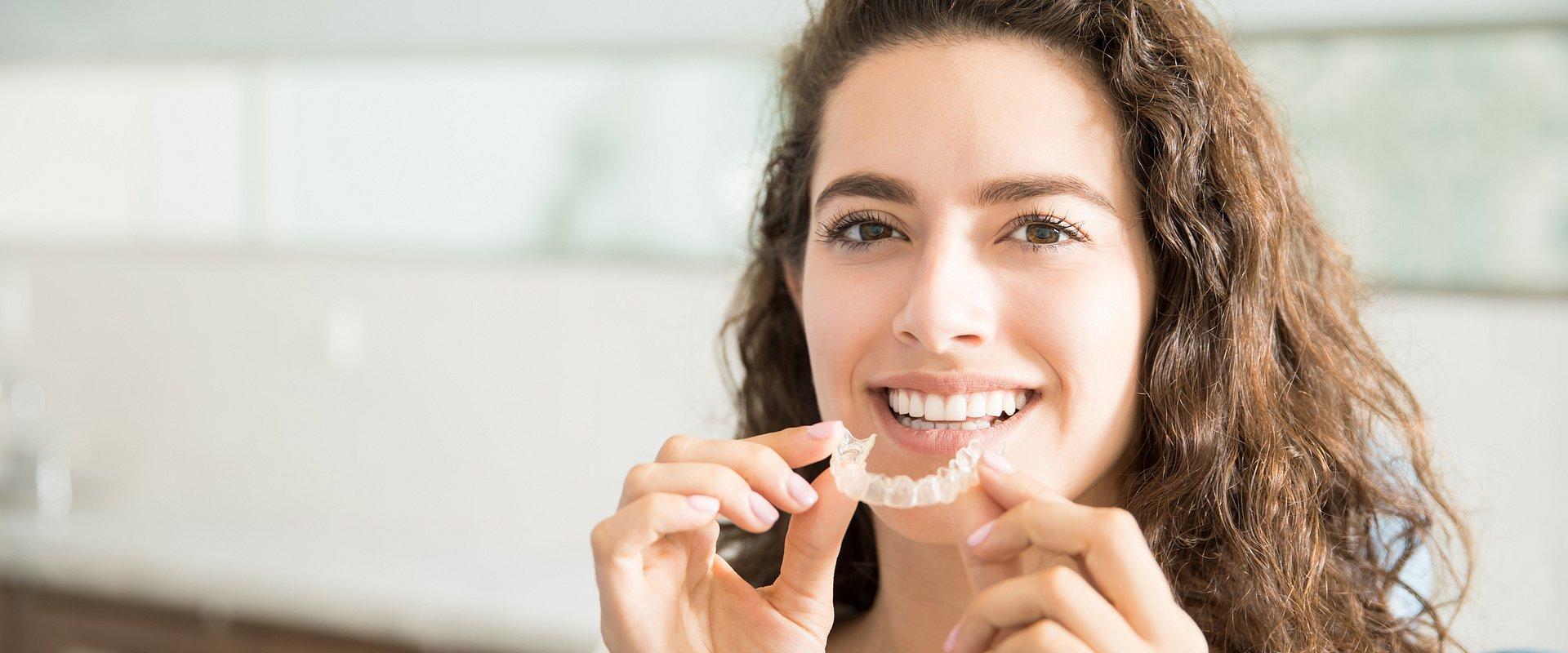 Aparat ortodontyczny – zrób to... dyskretnie