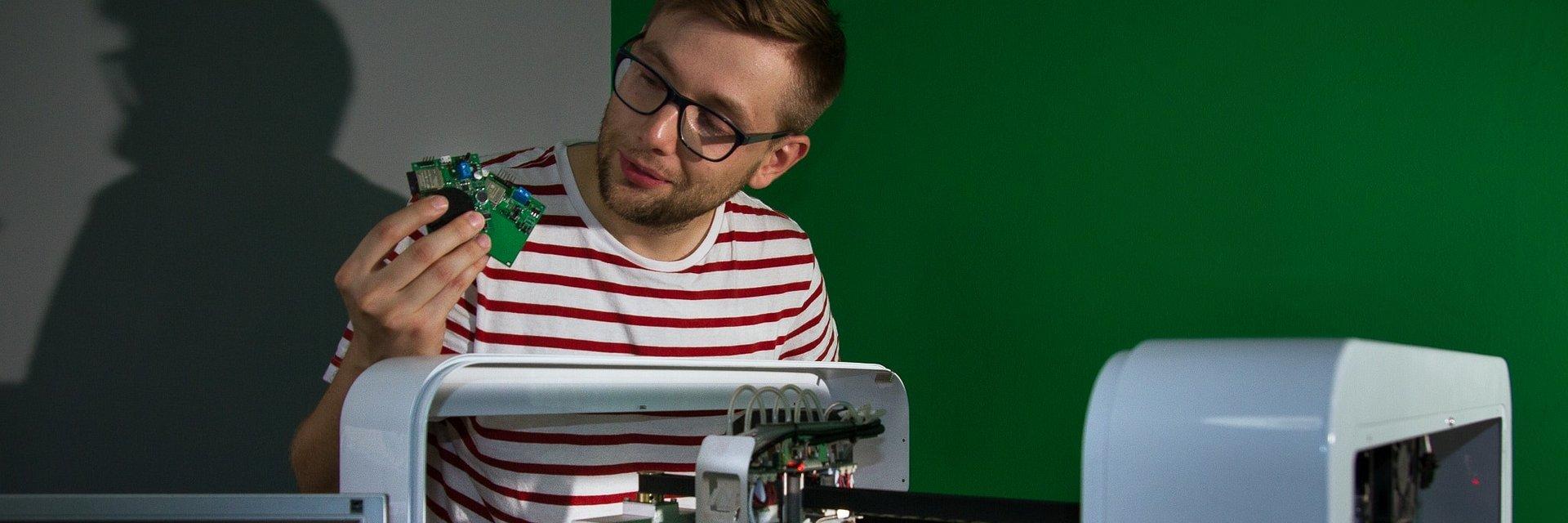 """Od oprogramowania do produkcji, czyli innowacyjna elektronika """"made in Białystok"""""""