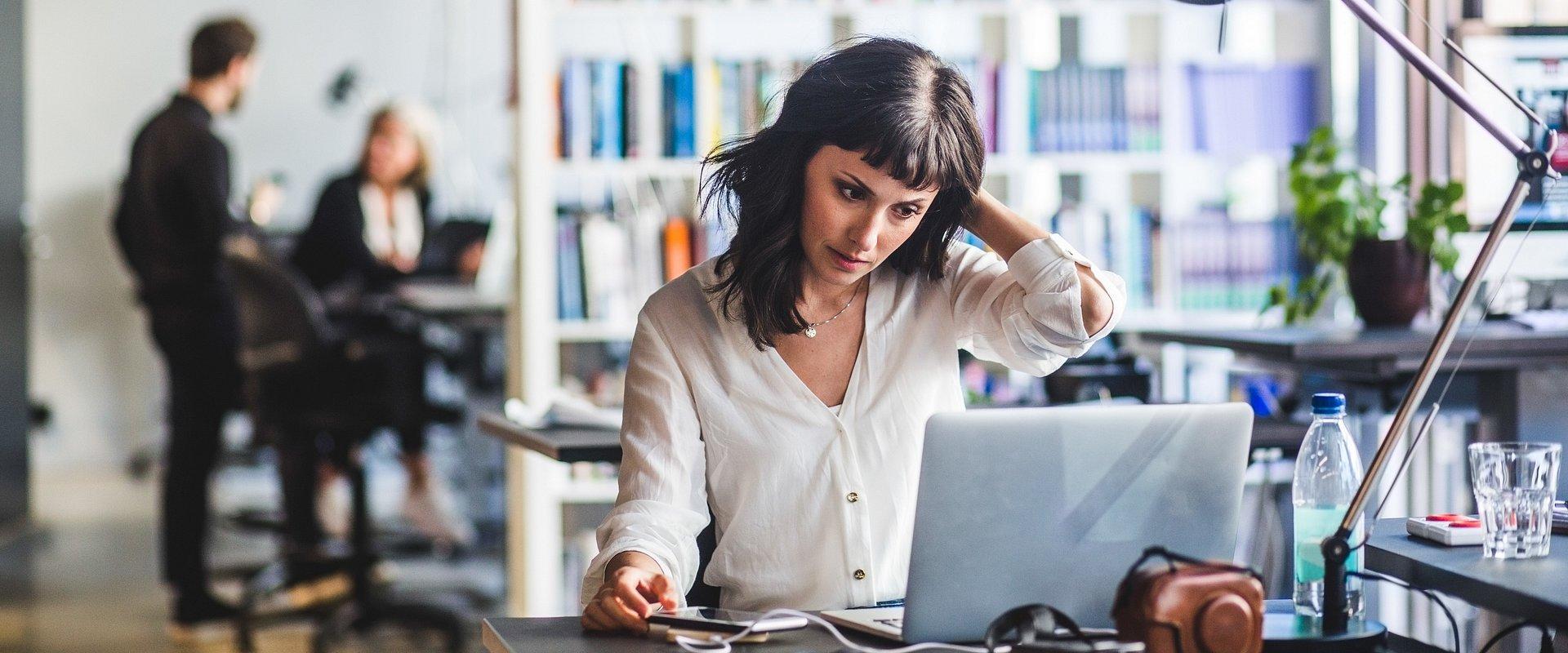 Tytani pracy… czyli kto spędził weekend w biurze?