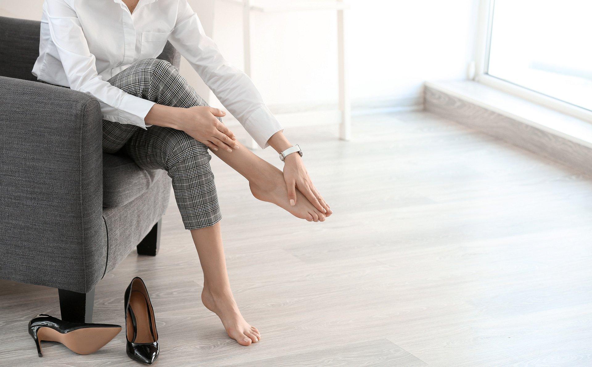 Jak radzić sobie ze zmęczonymi nogami po całym dniu w pracy?