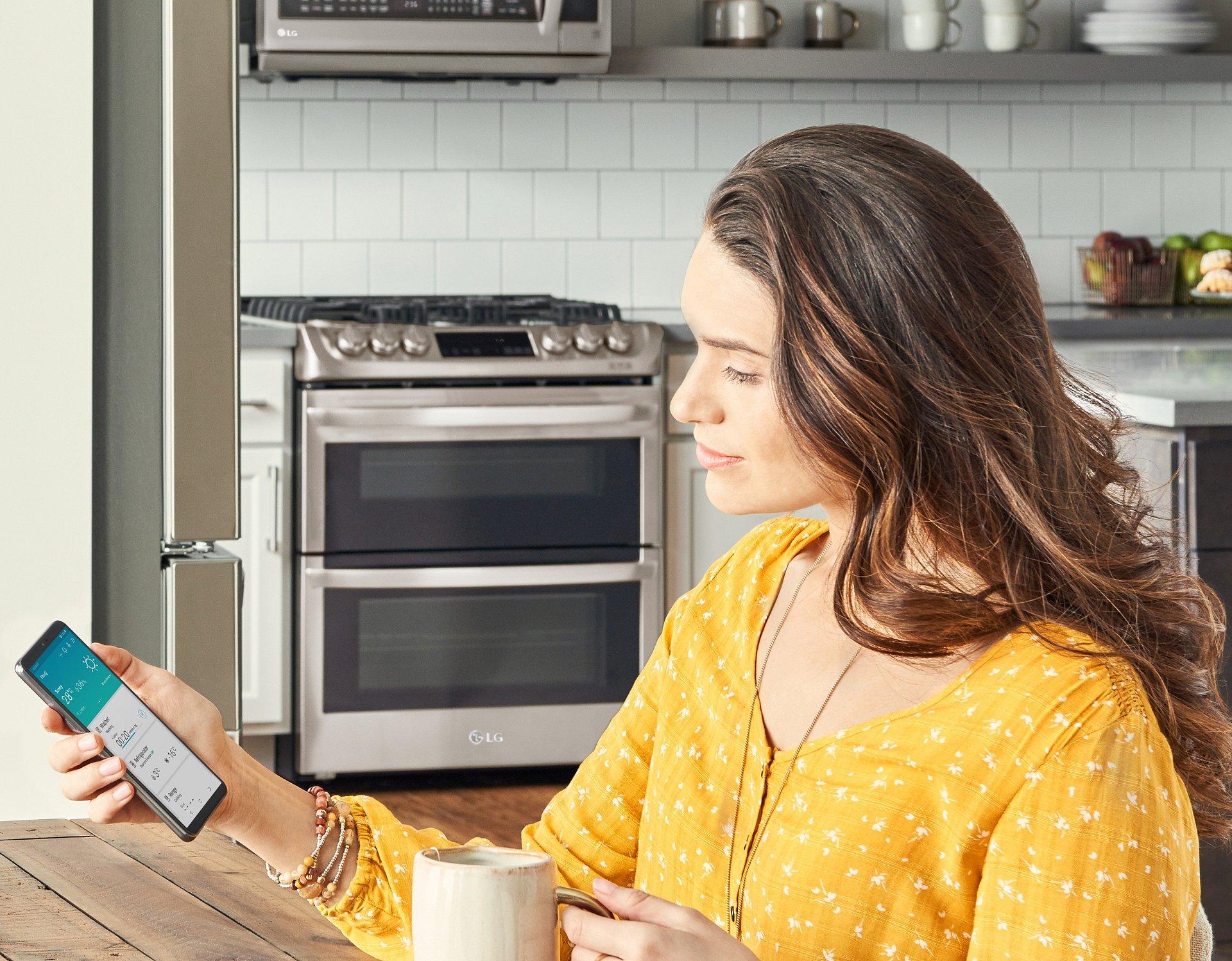 Sterowanie inteligentnym domem jeszcze wygodniejsze dzięki nowej funkcji rozpoznawania mowy w aplikacji ThinQ od LG