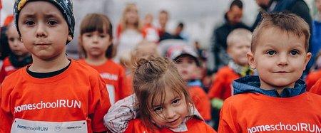 Młodzi biegacze na start. Na wszystkich czekają promocje w szkole językowej
