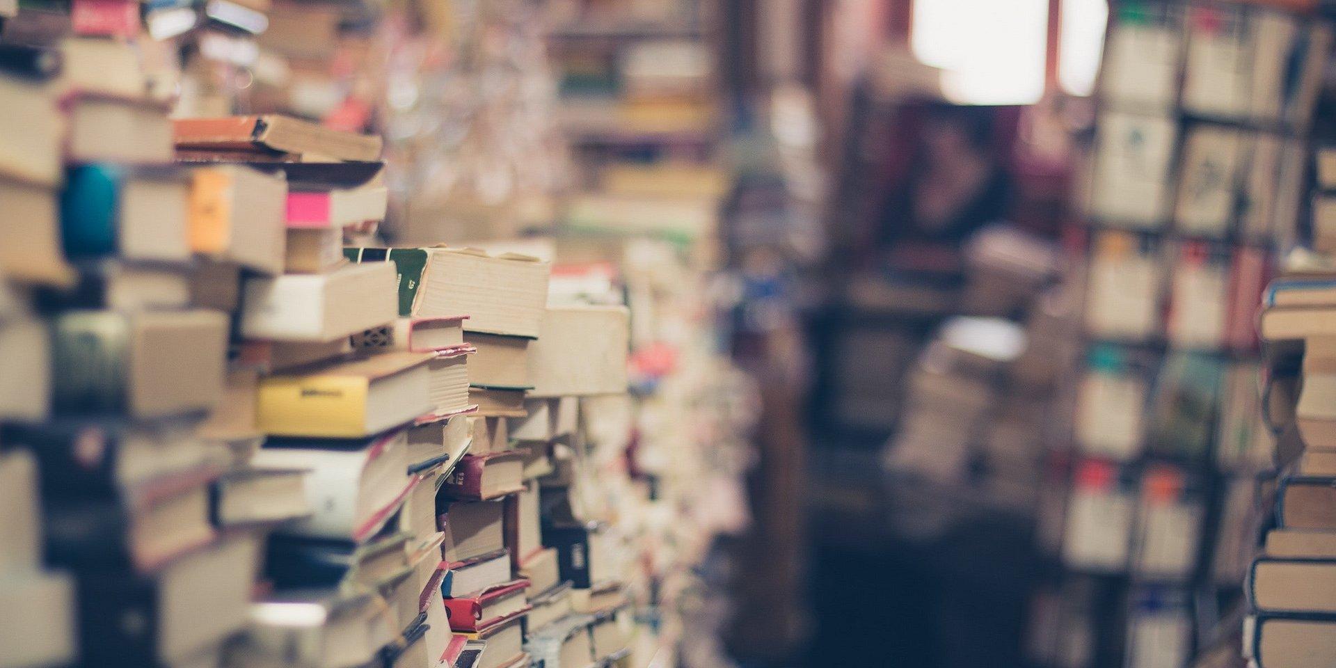 """BookFest – targi książek i winyli, """"Mobilny antykwariat"""" w Galerii Łomianki."""