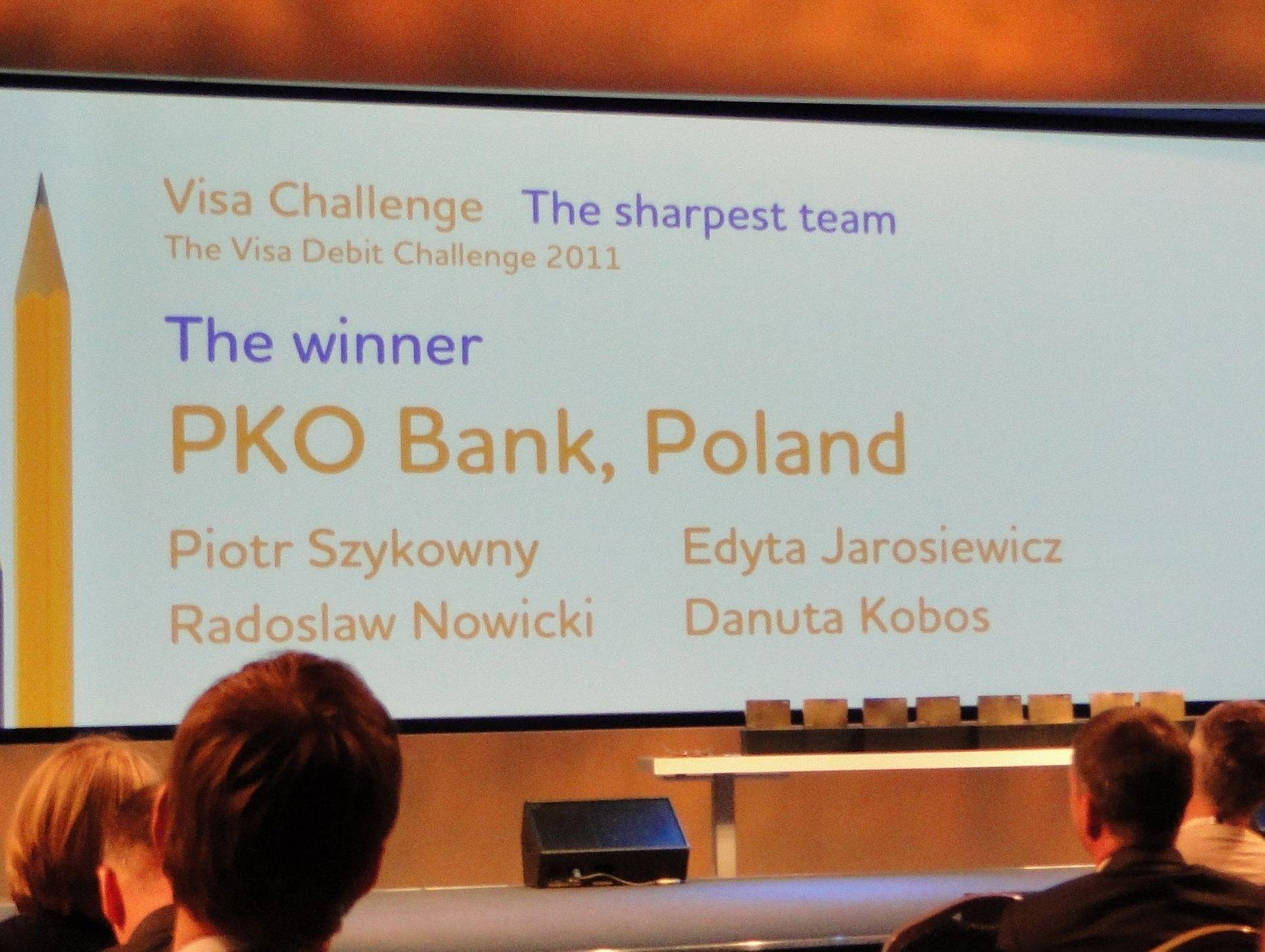PKO Bank Polski wygrywa z gigantami bankowymi