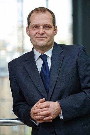 """Nagroda """"Forum Nowoczesnego Samorządu 2015"""" dla Piotra Galasa z PKO Banku Polskiego"""