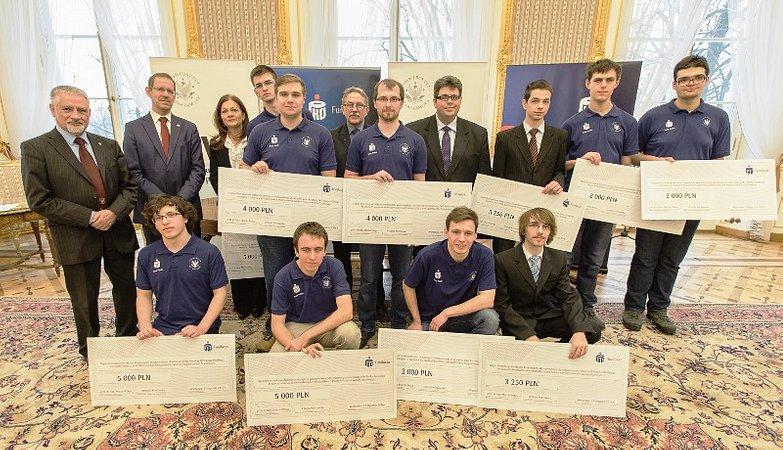 Stypendia Fundacji PKO Banku Polskiego dla mistrzów w programowaniu zespołowym