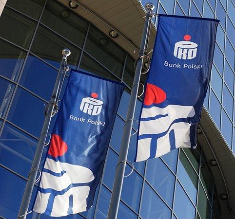 PKO Bank Polski ogłasza przetarg otwarty na wybór firmy do działań z zakresu merchandisingu, produkcji i montażu folii reklamowej oraz nośników reklamy wielkoformatowej