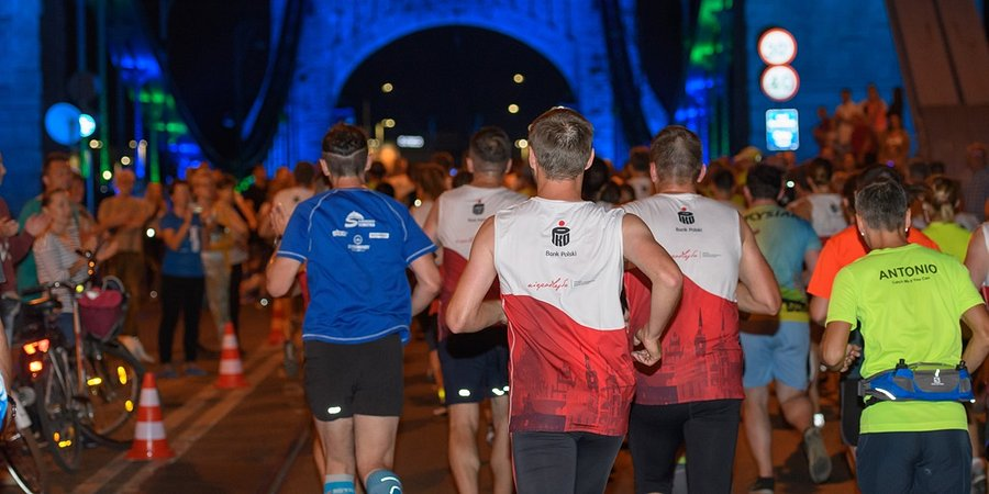 7. PKO Nocny Wrocław Półmaraton - półmaraton dla biegaczy, zabawa dla wszystkich i pomoc potrzebującym