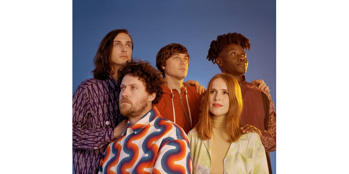 "Metronomy z singlem ""Wedding Bells"""