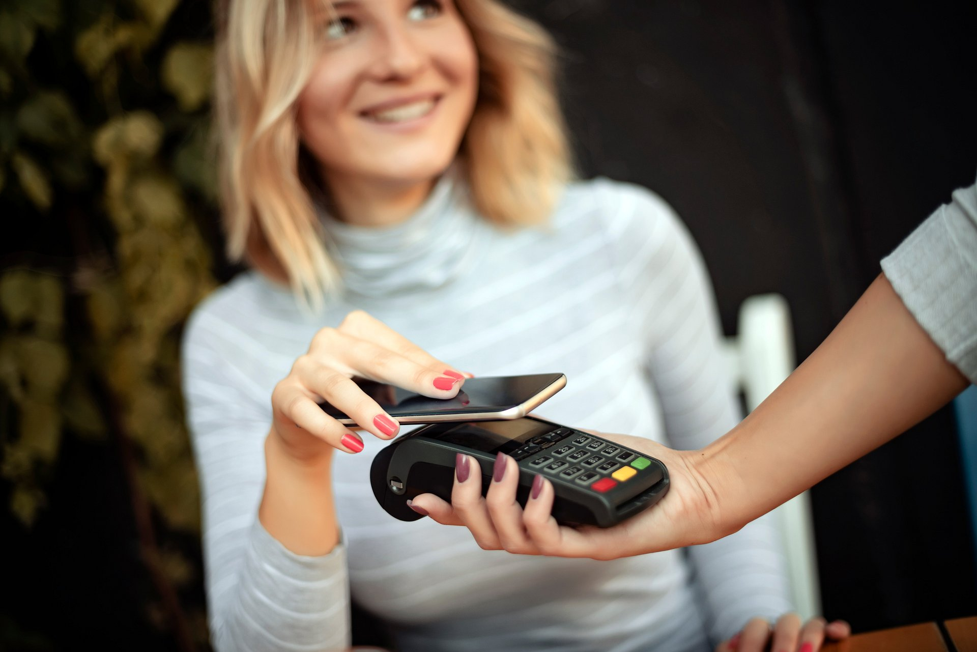 Wallet? A phone is enough – pay contactless with Google Pay!
