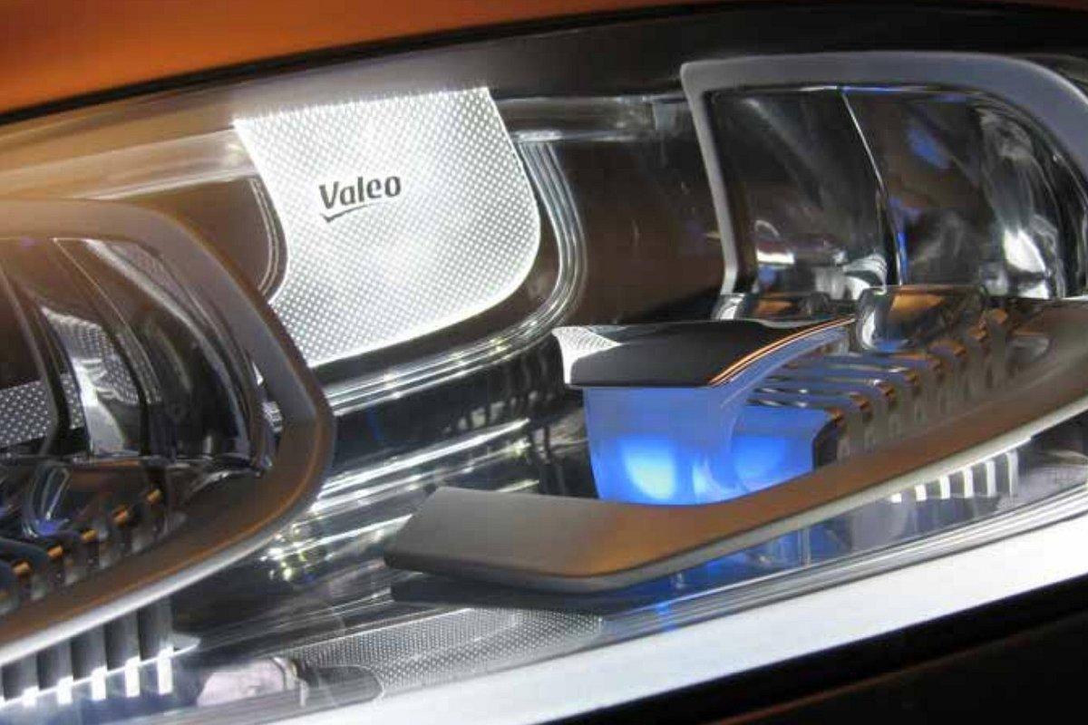Reflektory halogenowe i ksenonowe – Valeo tłumaczy różnice