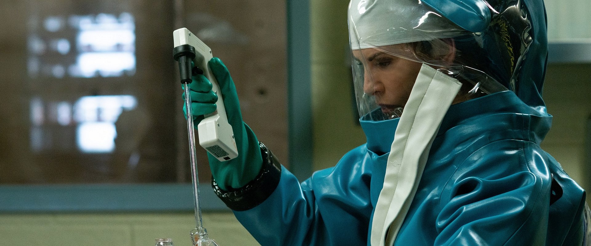 """National Geographic z nowym serialem fabularnym o zdławieniu wirusa ebola w USA. Czy historia pokazana w """"Strefie skażenia"""" zakończyłaby się happy endem także w Polsce?"""