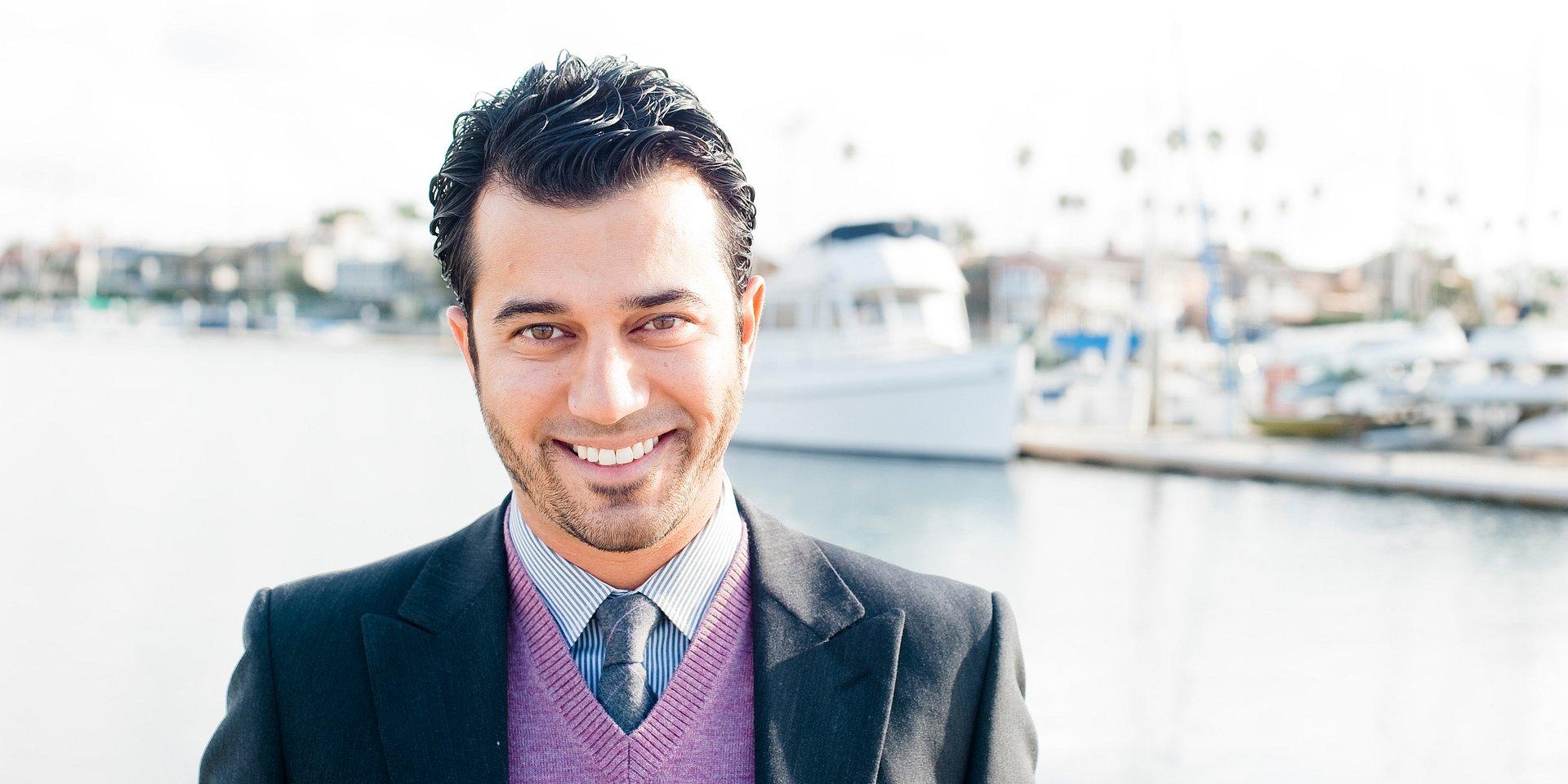 Fa Karamzadeh Wins Distinguished Achievement Award for 2018