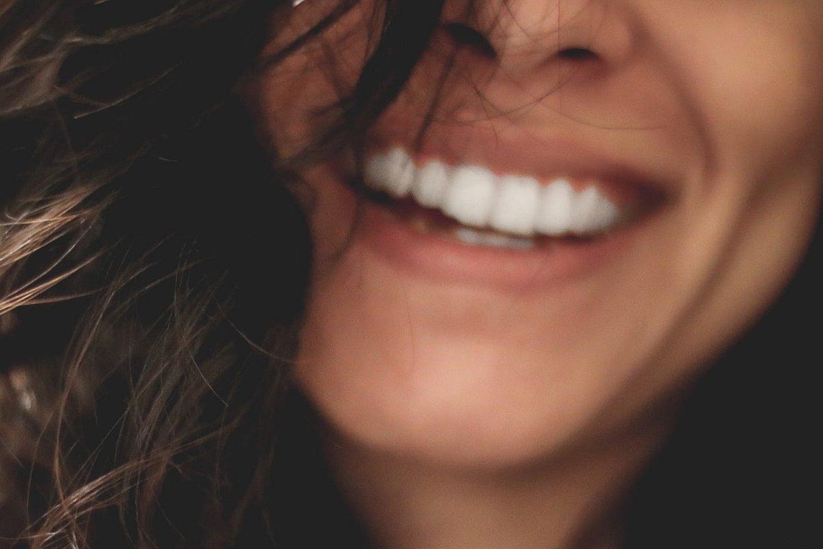Mese della Prevenzione Dentale: MioDottore svela i nemici numero uno del sorriso, alla larga da liquirizia, vino rosso e piercing