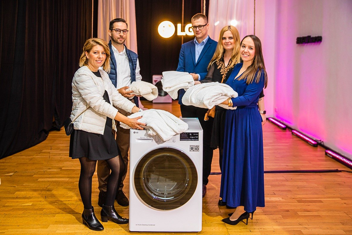 Podziel się ubraniem, a LG nada im drugie życie! Nie wiesz, co zrobić z ubraniami, których już nie nosisz? Weź udział w akcji LG #podzielsięubraniem i pomóż osobom, które przed zimą potrzebują ich najbardziej!
