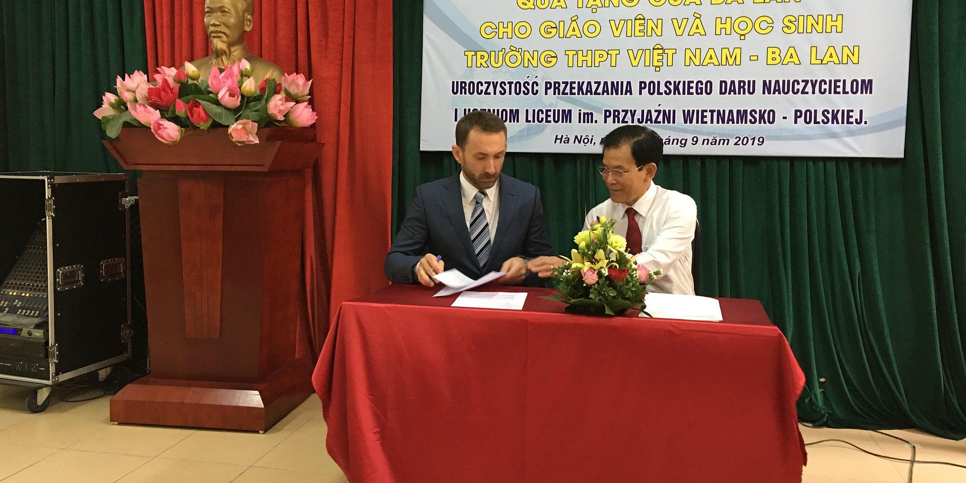 Adamed wspiera edukację w Wietnamie