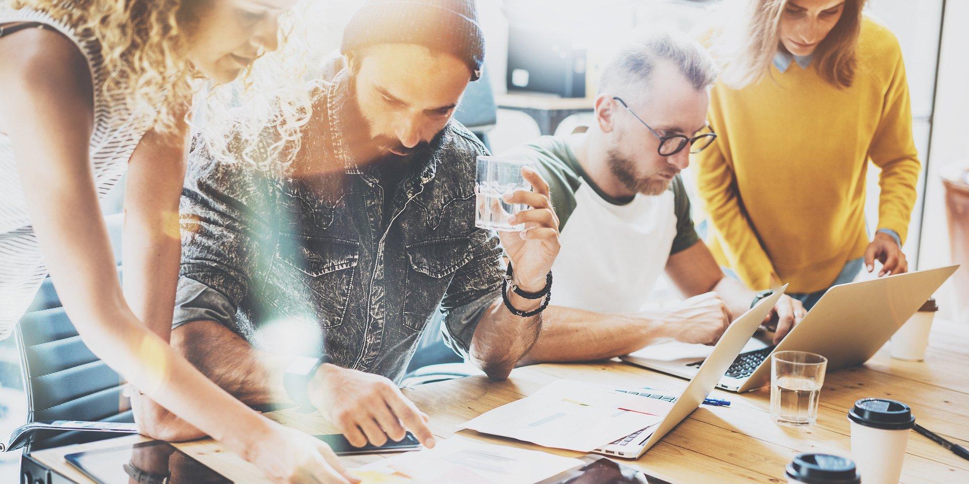 Co drugi pracownik korzysta z nowoczesnych technologii w biurze, a 40% chciałoby, gdyby były dostępne