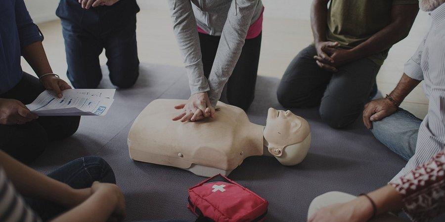 Pierwsza pomoc – złote minuty, które decydują o życiu