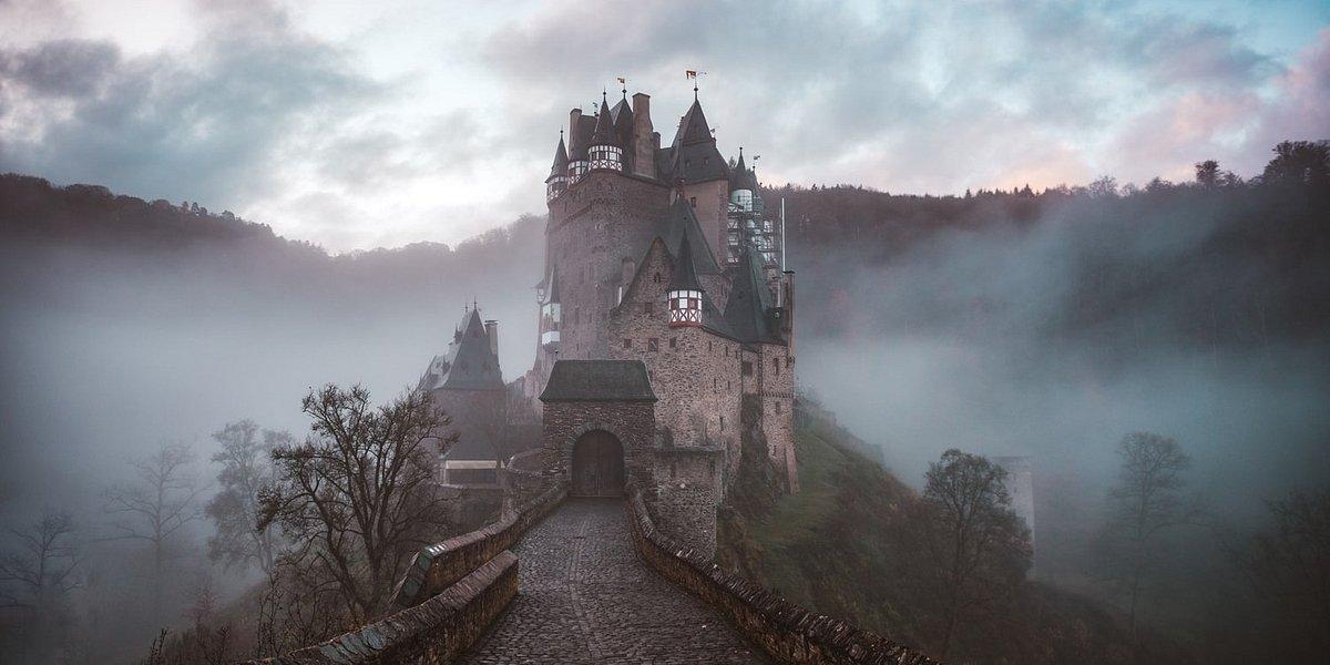 Gdzie w Polsce straszy? 10 nawiedzonych miejsc na Halloween!