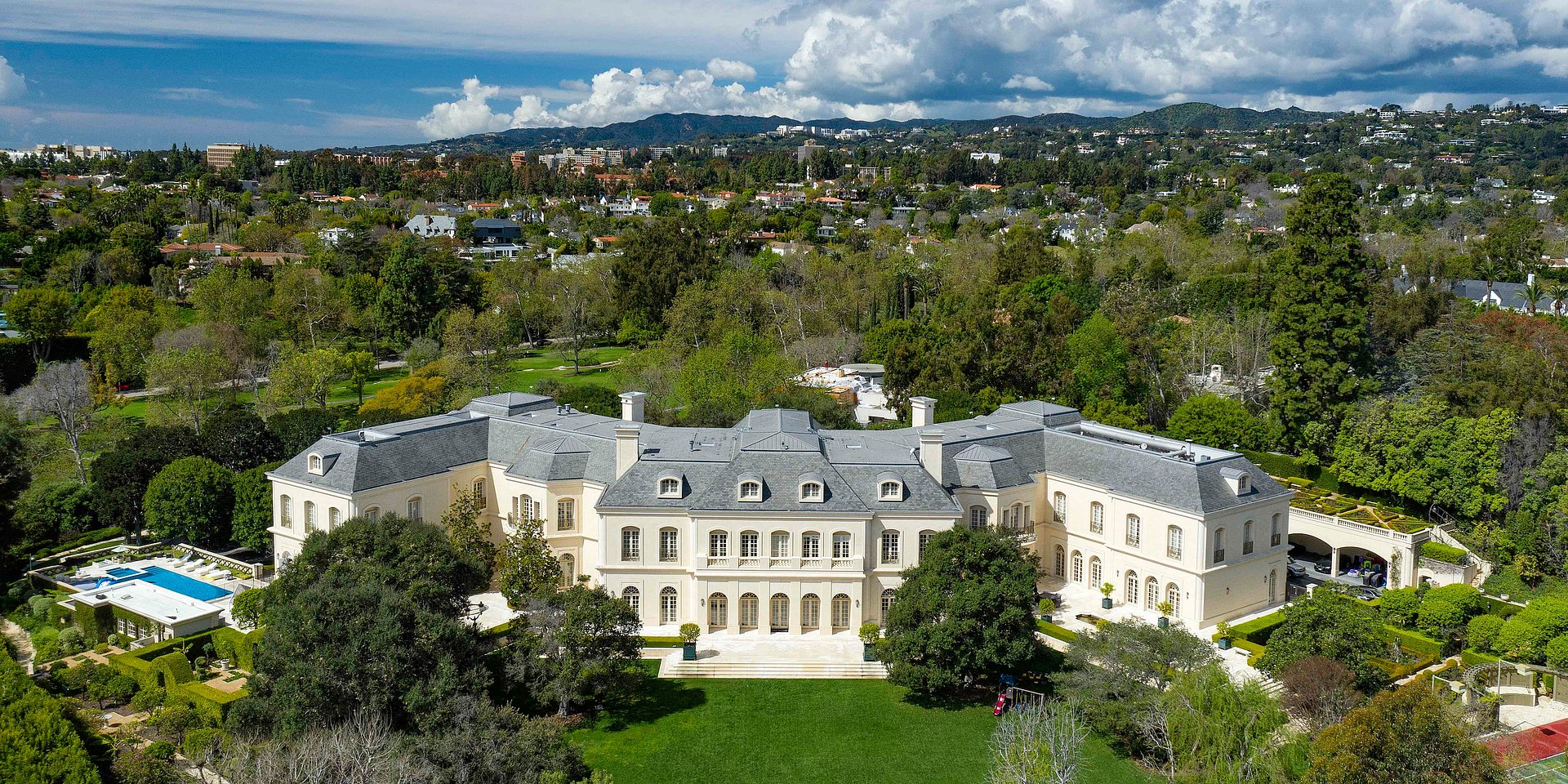 COLDWELL BANKER'S JADE MILLS ANNOUNCES LISTING OF THE MANOR ESTATE IN HOLMBY HILLS FOR $160,000,000