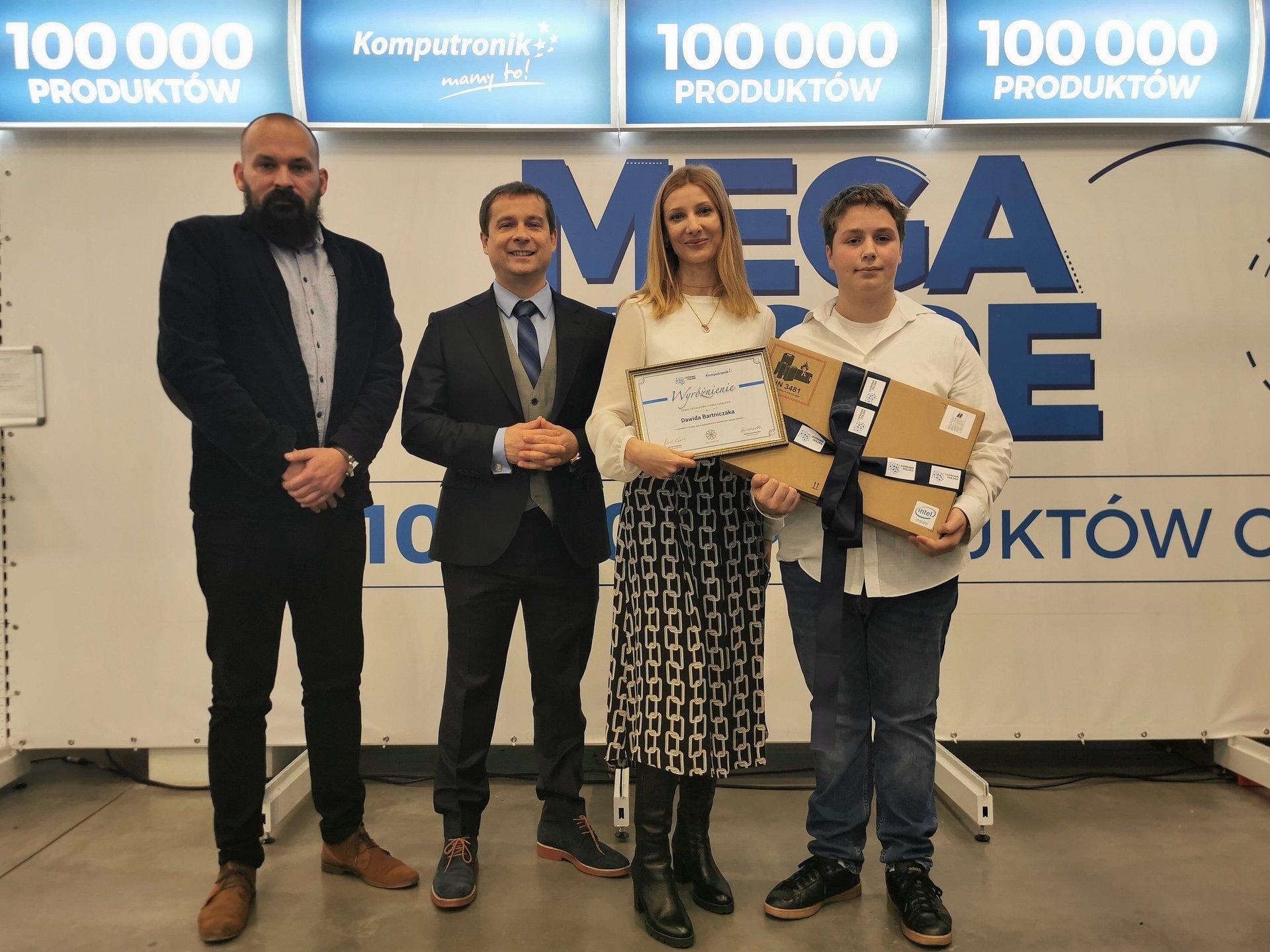 Minister Przedsiębiorczości i Technologii docenia beneficjenta Fundacji Komputronik!