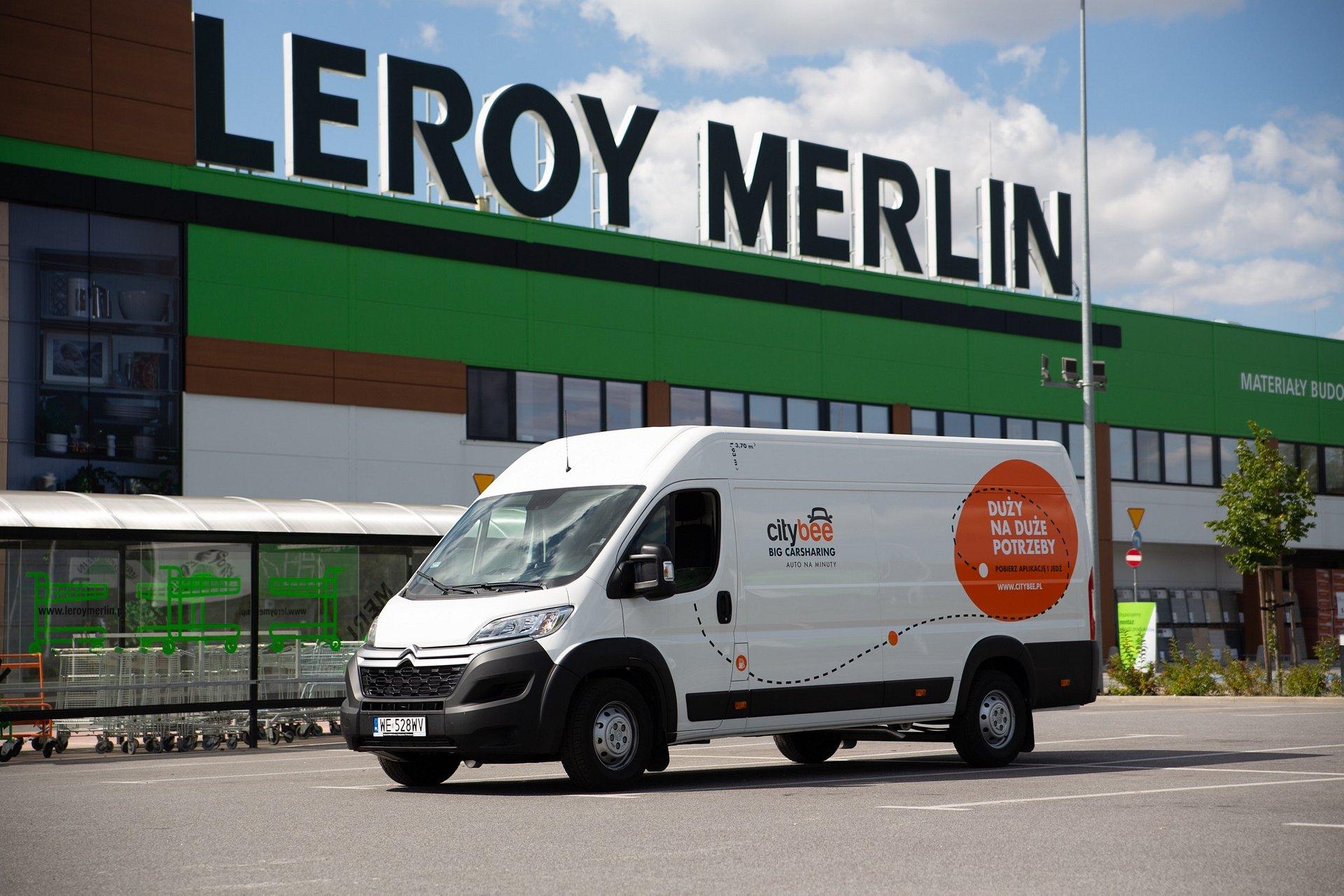 Wrocławski sklep Leroy Merlin z autami na minuty CityBee