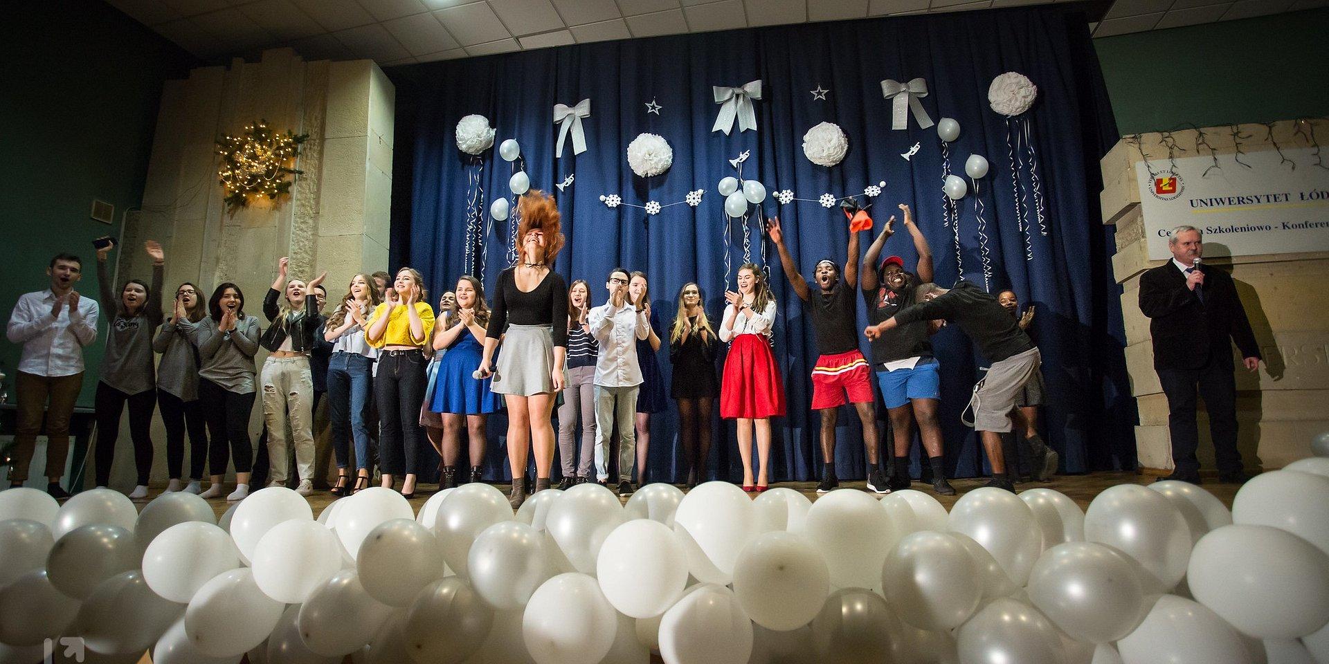 Patriotyczne Karaoke z zagranicznymi studentami UŁ