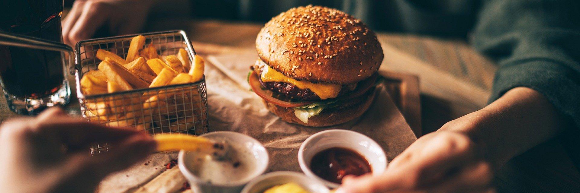 Ile płacimy za jedzenie z dowozem i kto wydaje najwięcej?