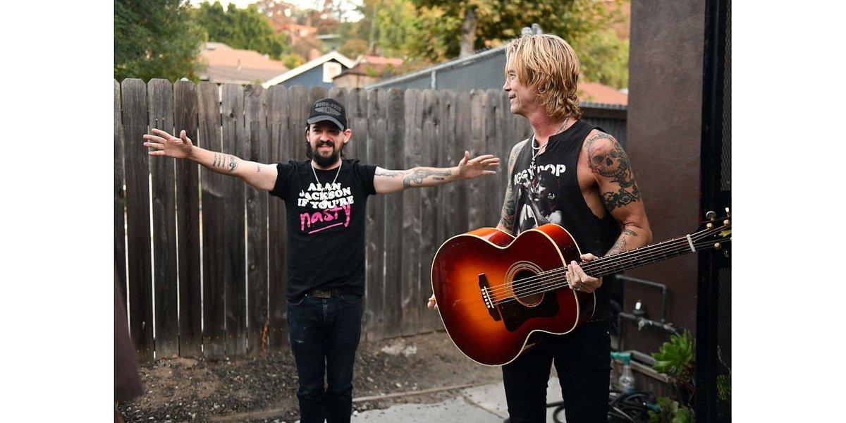 """Duff McKagan wspiera szczytny cel za sprawą """"Cold Outside"""""""