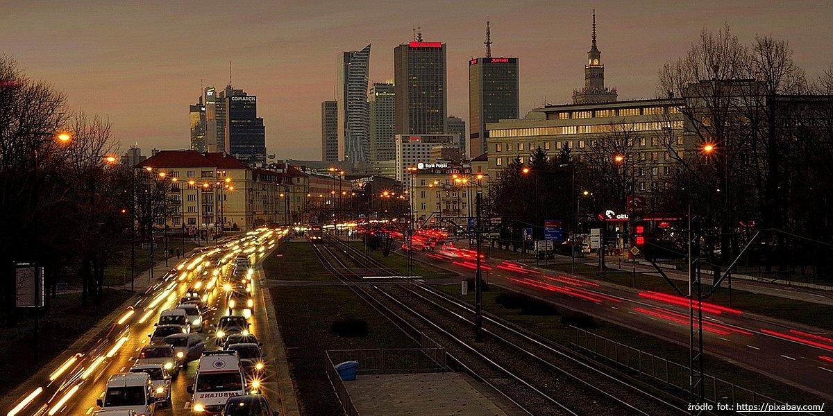 Wyzwania transportowe w stolicy – jakich elementów brakuje na komunikacyjnej mapie Warszawy