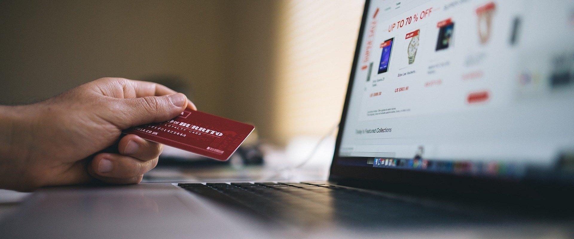 Na co uważać podczas świątecznych zakupów w sieci?