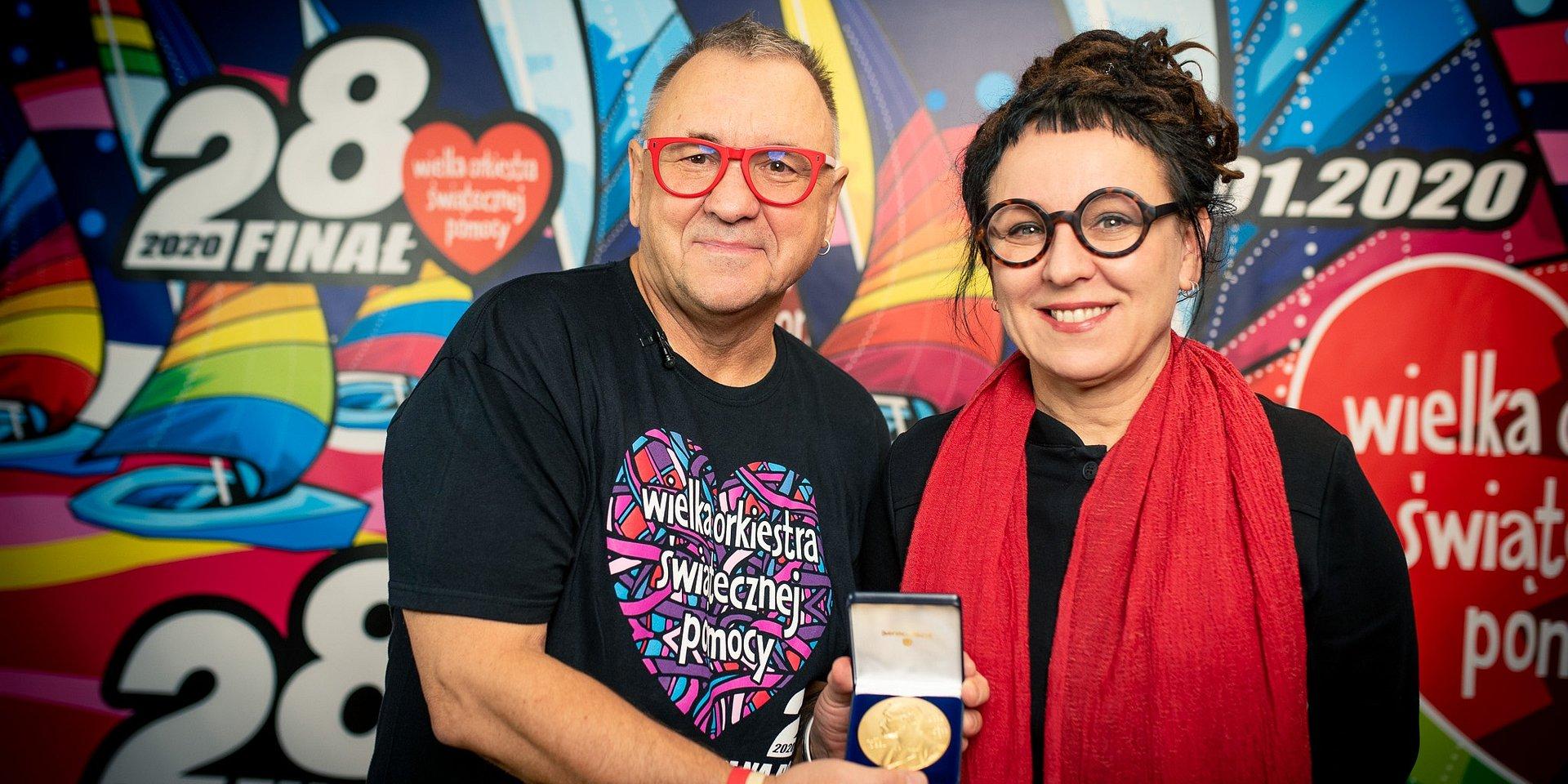 Noblowski Medal od Olgi Tokarczuk na finałowej licytacji