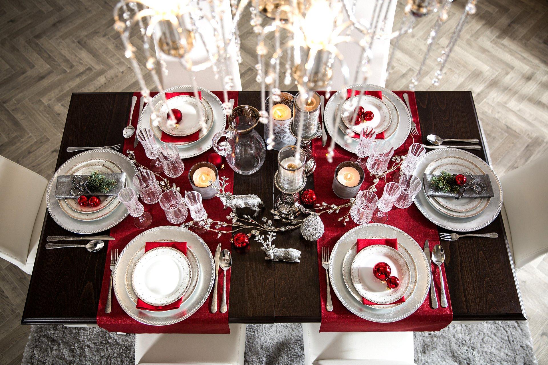 Elegancki stół wigilijny – spędź święta w stylu glamour