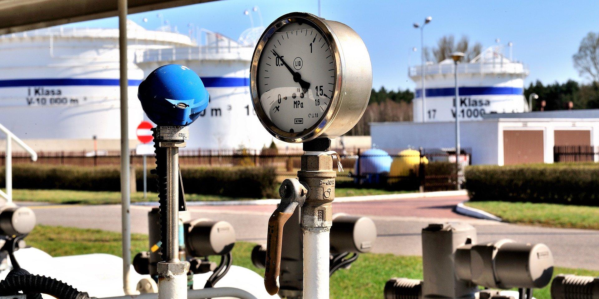 Wykonawcy zbiorników paliwowych rozpoczynają pracę